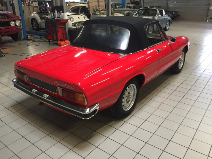 Alfa_Romeo_Spider_3588
