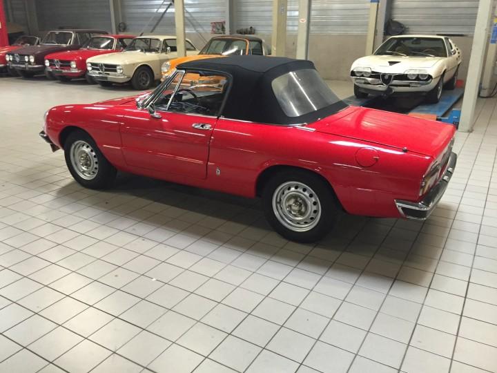 Alfa_Romeo_Spider_3591