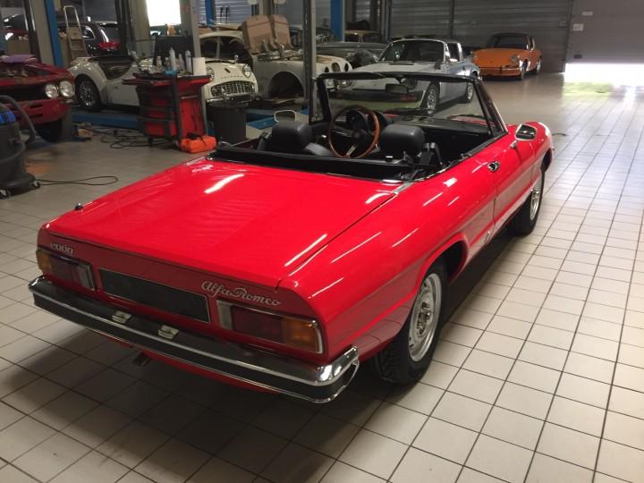 Alfa_Romeo_Spider_3705