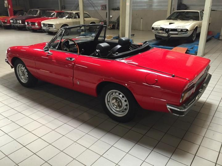 Alfa_Romeo_Spider_3708